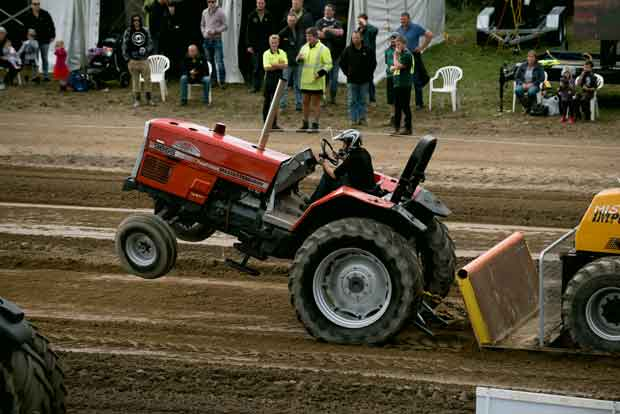 tractor pull competition at Field Days