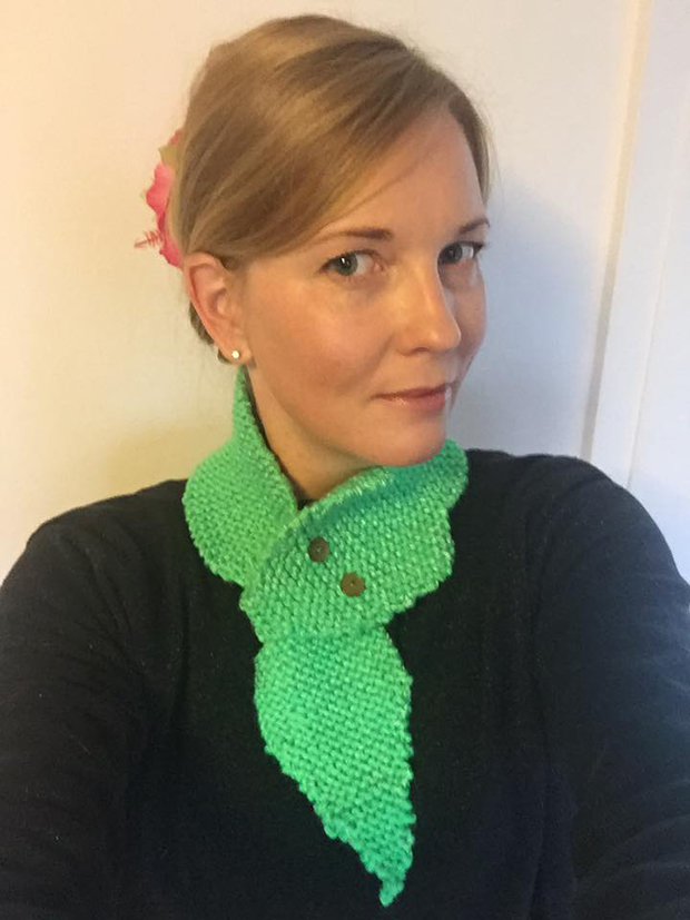 Jessica Rose wearing her Neck Gecko scarf.