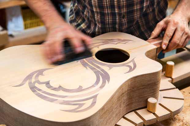 L_68_Guitar_maker_3