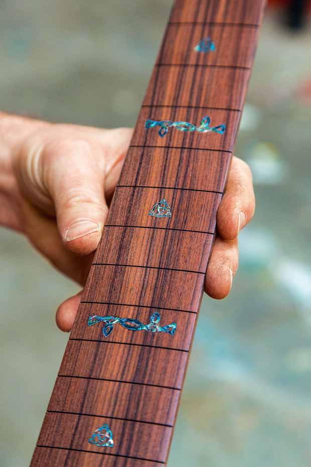 L_68_Guitar_maker_4