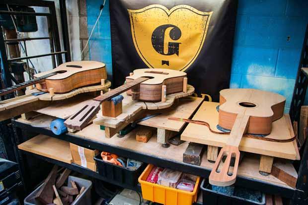 L_68_Guitar_maker_6