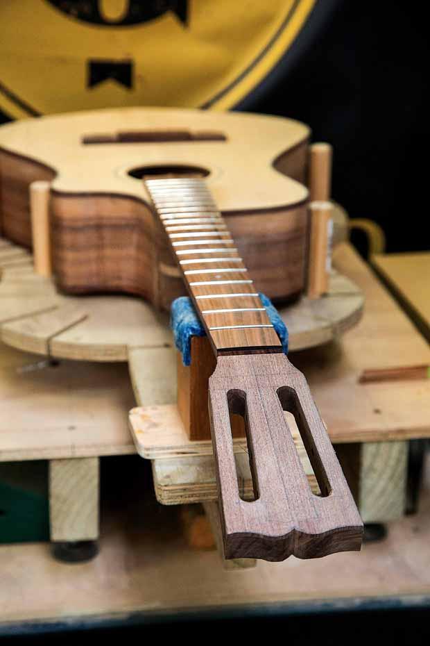 L_68_Guitar_maker_9