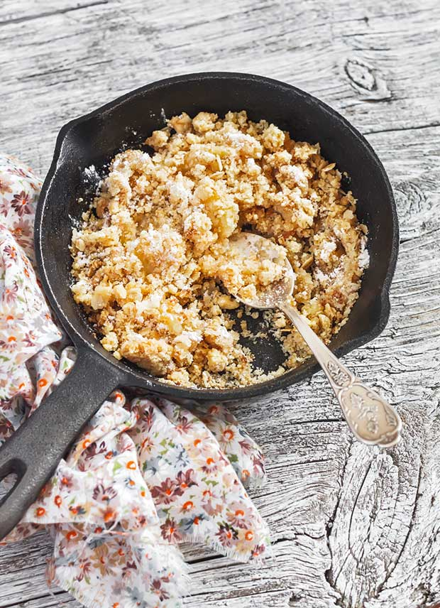 frying pan apple crumble
