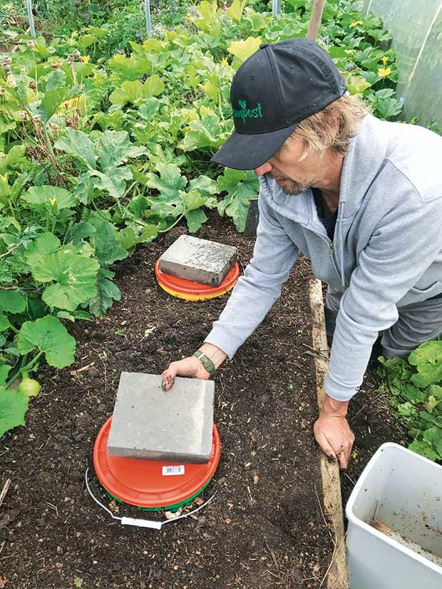 DIY: Build an underground worm farm suitable for a cold ...